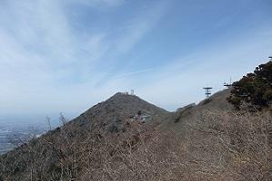 ③ロープウェイ駅から男体山を望む